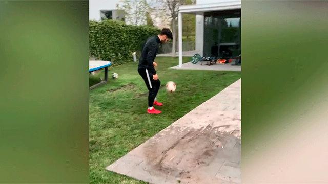 Asensio crea su propio challenge tras ejercitarse en el jardín de su casa