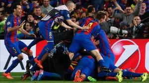 El Barça celebrando el último gol de la remontada frente al PSG