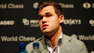 Carlsen se recupera en la segunda jornada