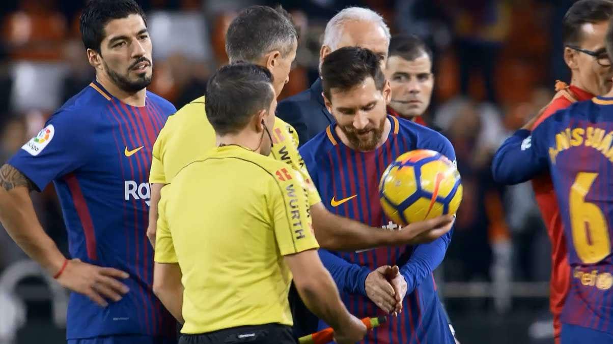 La clara explicación de Messi al linier sobre su gol no concedido