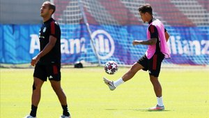 Coutinho, este viernes junto a Thiago en el entrenamiento del Bayern