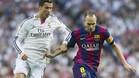 Cristiano Ronaldo y Andrés Iniesta durante el Real Madrid - Barça de la Liga BBVA 2014-15