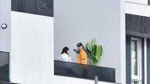 Cristiano Ronaldo y su pareja Georgina, en la terraza de su casa de Funchal