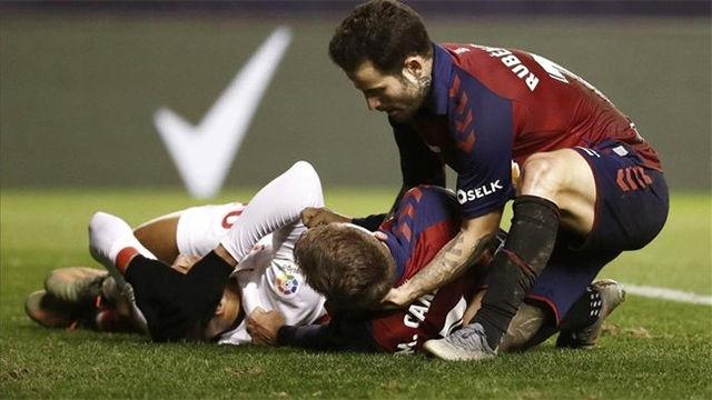 Escalofriante choque y caída de Marc Cardona: se quedó inconsciente y salió en camilla