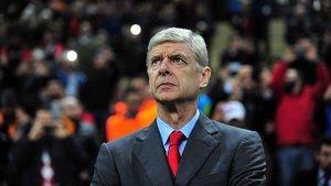 El exentrenador del Arsenal cree que el gabonés sería una buena opción para la delantera del OM