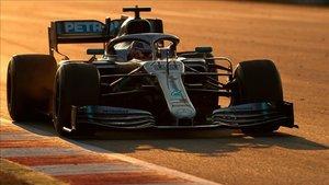 Hamilton durante la sesión de Tests en Montmeló