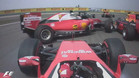 Los Ferrari se tocaron en la primera curva