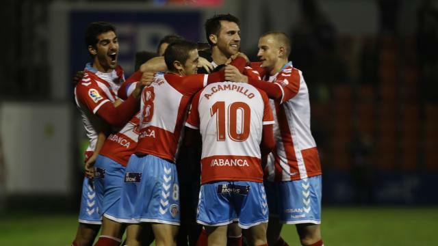El Lugo coge aire en la goleada a Las Palmas