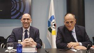 Luis Rubiales, presidente de la RFEF, y Javier Tebas, presidente de la Liga