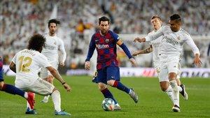 Messi estuvo muy rodeado de jugadores del Madrid
