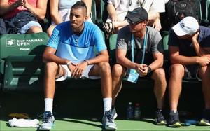 Nick Kyrgios no se sentó al azar sino junto a su capitán de Copa Davis, Lleyton Hewitt