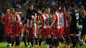 La plantilla celebrando la victoria en Montilivi ante el Real Madrid