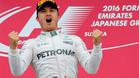 Rosberg, celebrando una victoria que es clave para el título