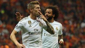 Toni Kroos celebra junto a Marcelo el gol que adelantó al Real Madrid
