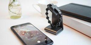 El Vaticano pone a la venta un Rosario inteligente para poder rezar con el móvil