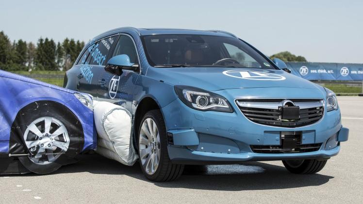 Simulación de impacto lateral para comprobar la efectividad del airbag lateral de ZF.