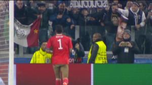 Buffon se quedó con calzoncillos en el partido