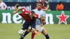 Douglas Luiz, en pretemporada con el City enfrentándose a Ribery