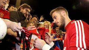 De Gea, por ahora, solo firma autógrafos en el United