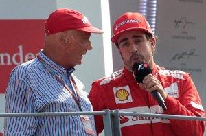 Lauda y Alonso, en el podio de Monza