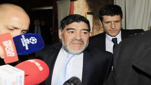 Maradona pretende desheredar a sus hijas