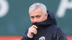 Mourinho dirigiendo el United