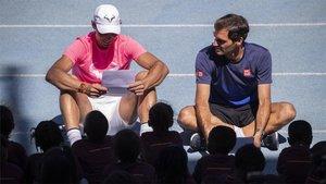 Nadal y Federer, durante su visita a Sudáfrica