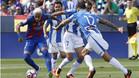 Neymar Jr supera a Unai López, Víctor Díaz y Medjani durante el leganés-Barça de la Liga 2016/17