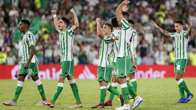La primera victoria del Betis llega en el derbi gracias a Joaquín - LALIGA