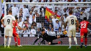 Stuani, de penalti, logró el 1-1 en el Bernabéu