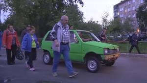 El modelo es un VAZ-1111 Oka, un coche urbanita ruso.