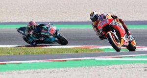 Jorge Lorenzo, del Repsol Honda y Fabio Quartararo Petronas, del Yamaha SRT durante el Motogp FP2 del Gran Premio de motociclismo de San Marino y Riviera di Rimini en el circuito de Misano en Misano Adriatico.