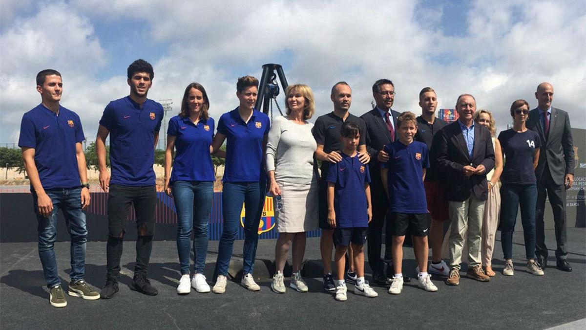 Bartomeu pone la primera piedra del estadio Johan Cruyff
