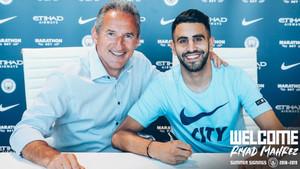 Begiristain y Mahrez posaron para los medios oficiales del club