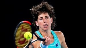 Carla Suárez se despidió del Open de Australia tras caer ante Wozniacki en tres mangas