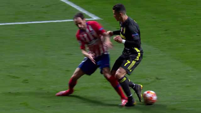 Duele de verlo: Juanfran marcó a Cristiano con un pisotón