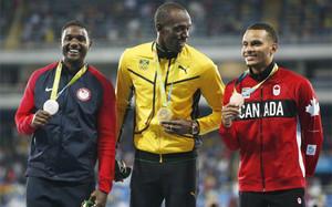 Entrega de medallas de los 100m lisos