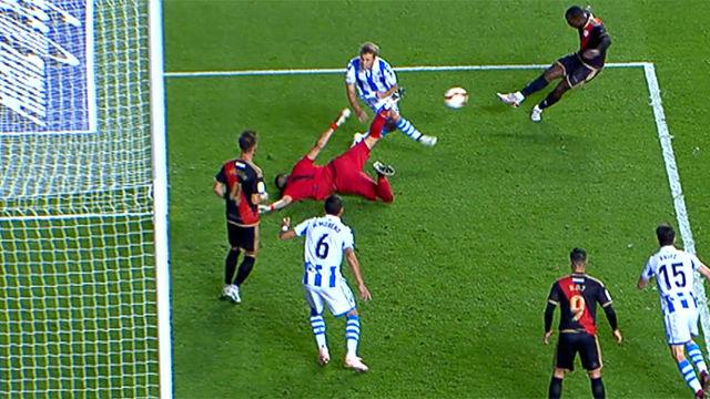 El error de la jornada: Rulli tuvo las manos de mantequilla y regaló este gol al Rayo