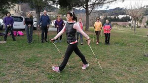 La Fundación Walkim regala Marcha Nórdica a los sanitarios