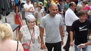 Josep Guardiola, con su madre Dolors Sala, en una imagen de archivo
