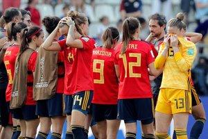 Las jugadoras de la selección española reaccionan tras el partido de los octavos de final del Mundial de Francia 2019 que han disputado contra Estados Unidos en el estadio Auguste Delaune.