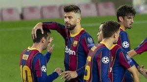 Leo Messi despertó al Barça y Piqué vio una roja que le impedirá visitar a la Juventus