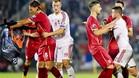 Los jugadores se enzarzaron por una bandera con el mensaje Gran Albania