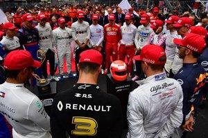 Los pilotos de Fórmula Uno observan un minuto de silencio en homenaje a la leyenda de la Fórmula Uno, Niki Lauda, antes del Gran Premio de Fórmula 1 de Mónaco en el circuito callejero de Mónaco, en Mónaco.