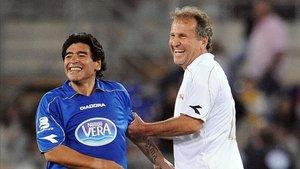 Maradona y Zico en un amistoso benéfico en Roma en 2008