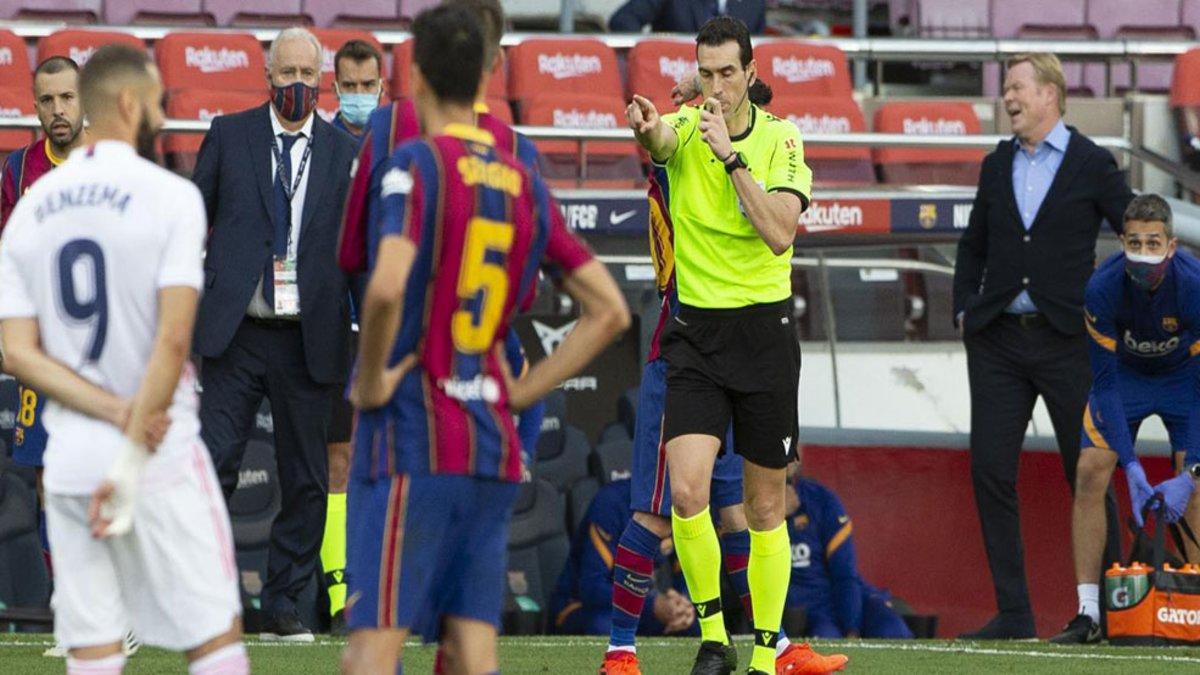 #ElClásico ⚽   😡 El VAR, el mejor invento para el Madrid   📺 En los 17 partidos desde la reanudación de LaLiga, el VAR ha intervenido 12 veces a favor de los blancos