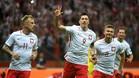 Robert Lewandowski celebra su tercer gol a Rumanía