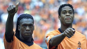 Seedorf y Kluivert en su etapa como jugadores de la selección holandesa