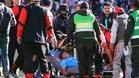 Víctor Hugo Hurtado mientras estaba siendo evacuado del terreno de juego