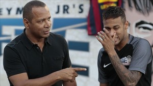 xortunobrazilian barcelona player neymar r gestures nex170721200614